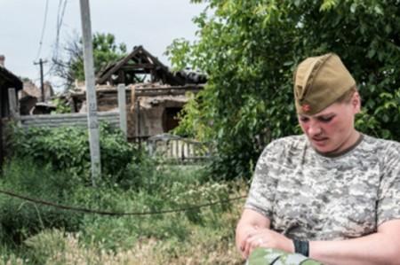Mujeres polifacéticas en el frente de batalla en Donbass