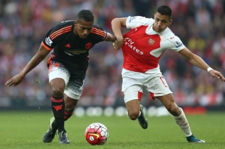 Manchester United pierde la punta de Premier al caer 3-0 con Arsenal