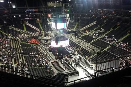 Empieza a llenarse la Arena Monterrey para apoyar a 'El Bronco'