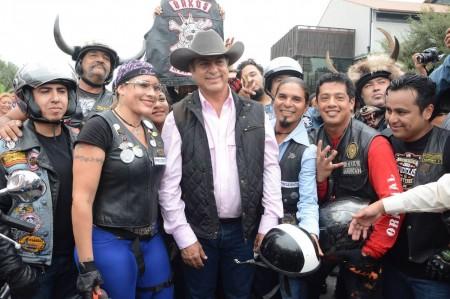 Con música ranchera reciben a 'El Bronco'