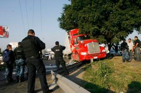 Tras enfrentamiento detienen a presuntos roba tráileres en Jalisco