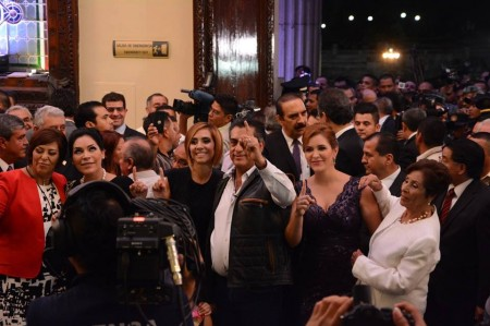 Con mariachis llega gobernador al Palacio de Gobierno