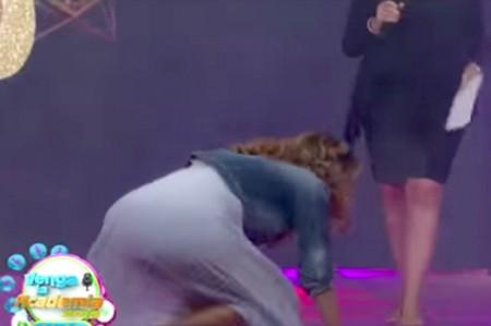 Ingrid culpa a Del Solar de su separación y se cae del escenario