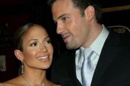 """Publican imágenes íntimas de """"J. Lo"""" y Affleck"""