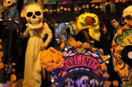 Fiesta mexicana del Día de Muertos se mezcla con Halloween en EUA
