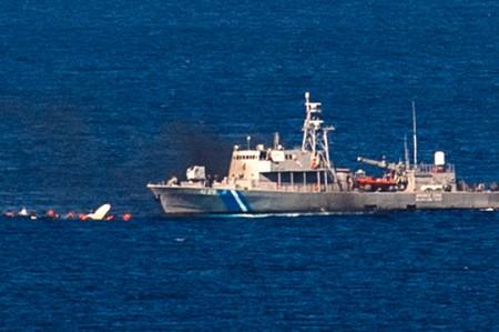 Siete muertos en choque de patrullera y barca de migrantes