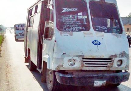 Llanta de micro 'vuela'; circulan 'chatarras' rodantes en Reynosa