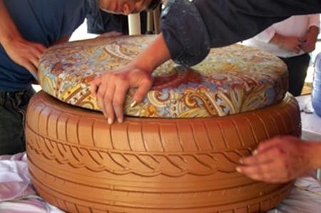 Llantas usadas se convierten en muebles ecológicos