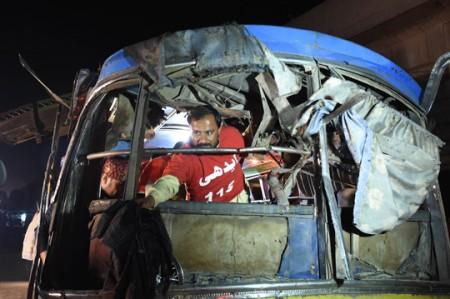 Diez muertos en explosión de autobús en Pakistán