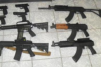 Detienen a sujetos con 21 armas y 300 cartuchos en el Edomex