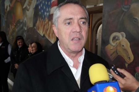 Alcalde Etienne Llano pide prudencia como priista