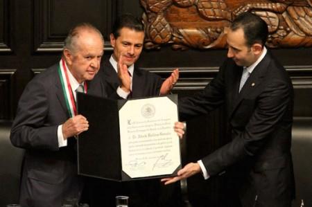 Recibe Baillères la medalla 'Belisario Domínguez'