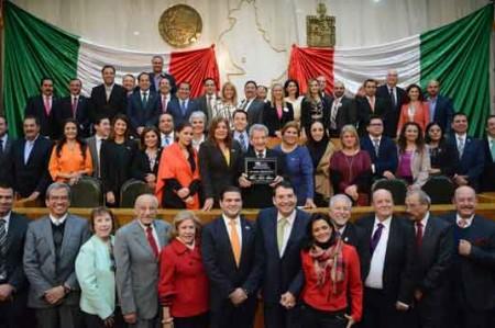 Rinden homenaje a Israel Cavazos en el Congreso del Estado