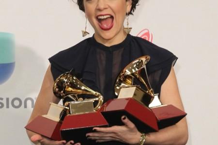 Natalia Lafourcade sorprende en los Grammy Latinos