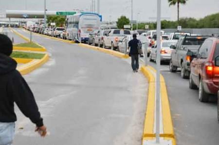 Tres horas de espera en el puente internacional Hidalgo