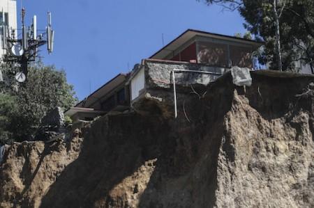 Vecino demandará a tres empresas por deslave en Santa Fe