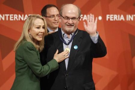 Salman Rushdie recibe Medalla Carlos Fuentes