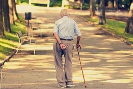Personas mayores de 65 años más propensas a padecer demencia