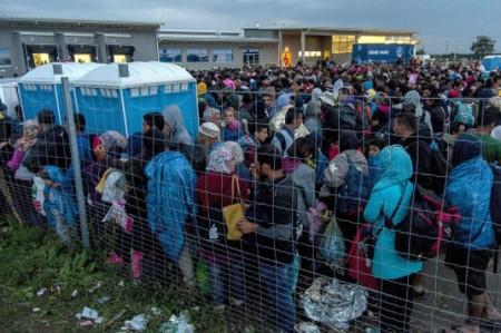 UE podría sancionar a países que rechacen acoger refugiados