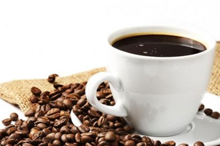 Abuso en consumo de cafeína durante invierno afecta la salud