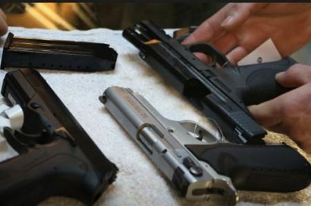 Encuesta revela amplio apoyo a mayor control de armas en EU