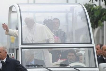 Francisco realizará amplios recorridos en papamóvil