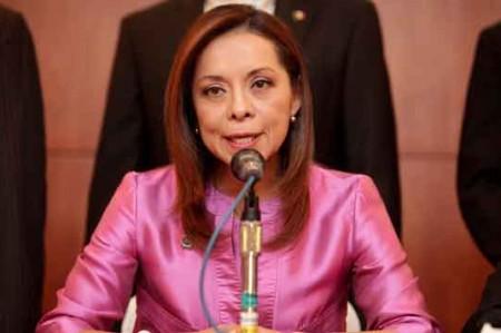PGR no investiga a Josefina, pero no exonera a su familia