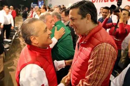 Ramiro Ramos levanta la mano para candidatura de gobernador