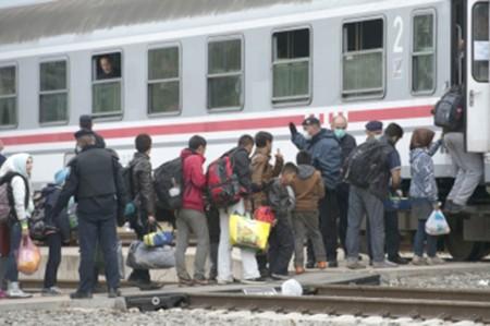 Más de un millón de refugiados e inmigrantes huyeron a Europa en 2015