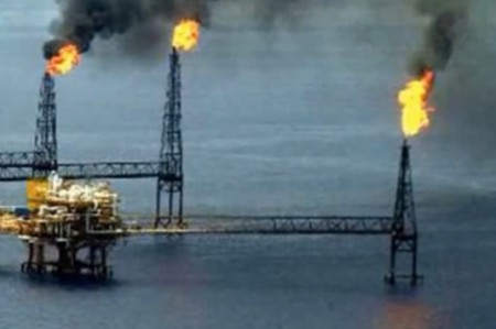 Desplome de precio del petróleo seguirá en los primeros meses de 2016