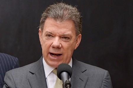 Presidente de Colombia augura amanecer con paz en 2016