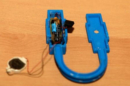 Alumnos fabrican equipos auditivos para personas de escasos recursos