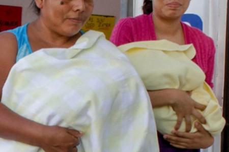 Cobijar en exceso a bebés aumenta riesgo de deshidratación
