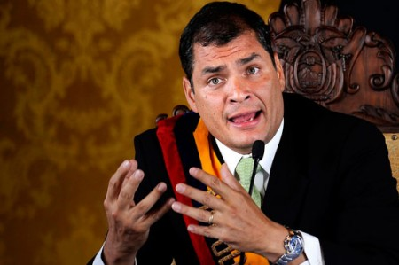Presidente de Ecuador descarta daños o víctimas por fuerte sismo