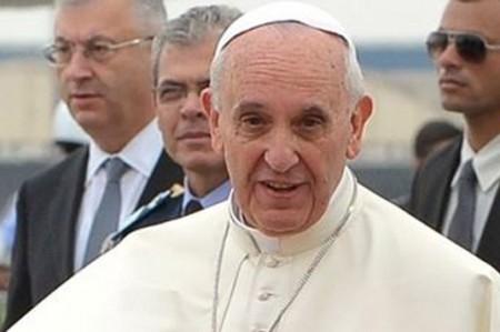 El Papa sorprende a ancianos con visita en 'viernes de misericordia'