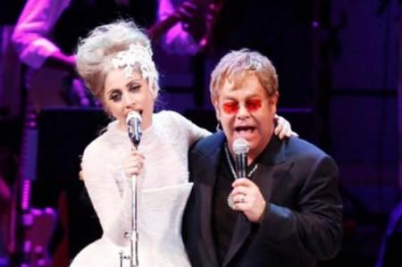 Elton John hace equipo con Lady Gaga