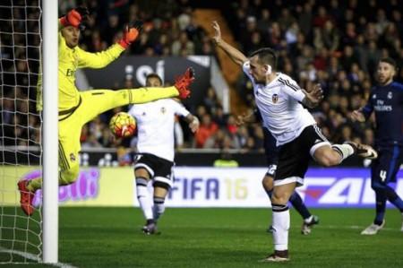 Liga Española: Valencia arruina fiesta merengue