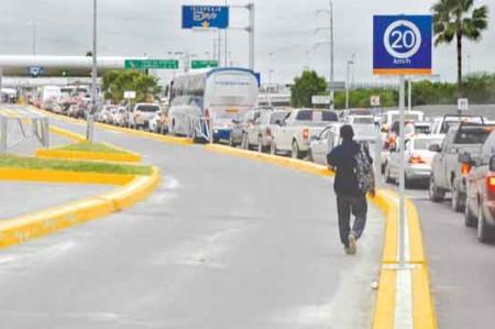 Paisanos 'se atoran' en los puentes internacionales