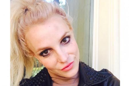 Se burlan de Britney por robarse una foto de unos elotes