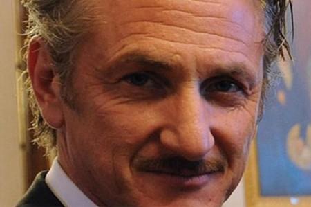 Se burlan de Sean Penn en entrega de Globos de Oro