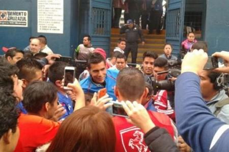 Sufre Oswaldo Sánchez para entrar al estadio Azul