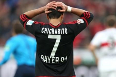 'Chicharito' se lesiona en triunfo sobre el Frankfurt