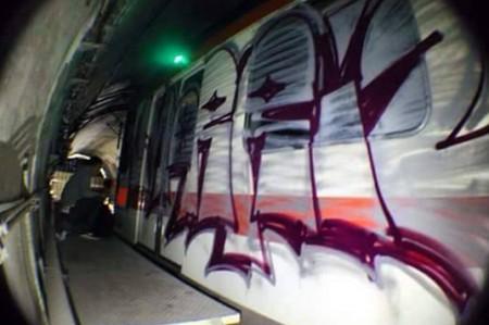 Van contra los que 'grafitearon' en el metro