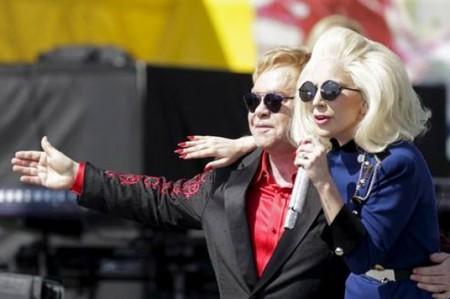 Elton John da concierto sorpresa en Los Ángeles con Lady Gaga