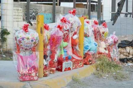 'Cupidos callejeros' cazan a enamorados