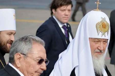 Raúl Castro convive con líder ortodoxo