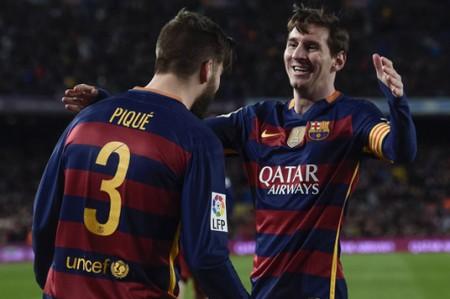 Messi y Piqué conducen al Barcelona a un nuevo triunfo ante el Sevilla