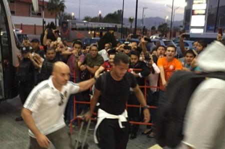 Reciben a Giovani dos Santos con gritos de 'borracho' en Torreón