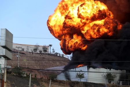 Incendio consume fábrica de pinturas en Tijuana