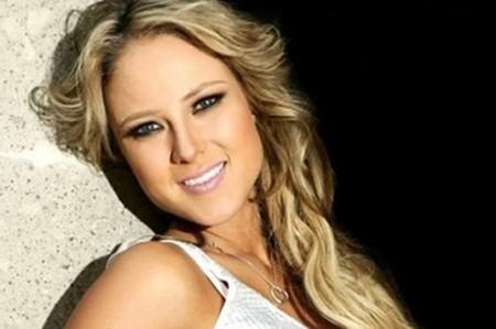 Vanessa Huppenkothen 'despierta al natural' con sus fans